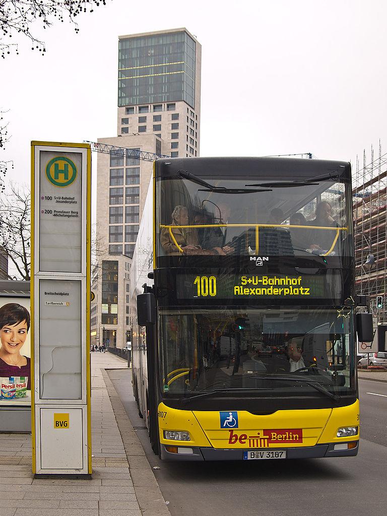 768px-Berlin-Stadtrundfahrt_Bus_100